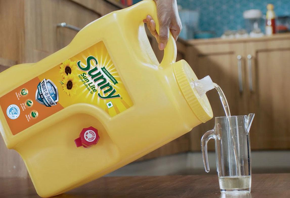 Sunny Lite Jar: Making edible oil usage for daily use smart, easy and ergonomic